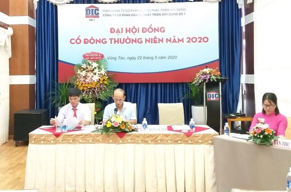 Ông Nguyễn Văn Thọ Chủ Tịch HĐQT chủ trì Đại hội.