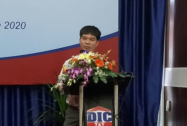 Ông Trần Duy Anh Giám đốc báo cáo tại Đại hội